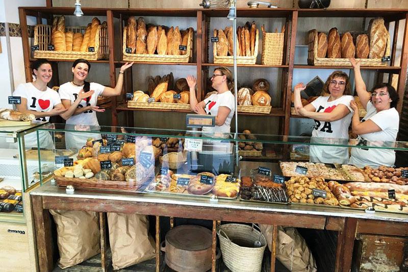 Portaprecios en la panadería de Forn Baltà