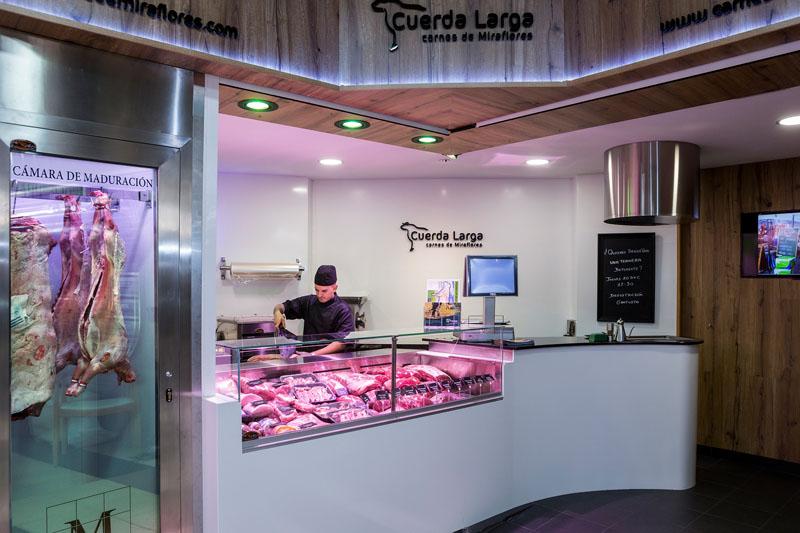 Portaprecios en carnicería Cuerda Larga, carnes de Miraflores